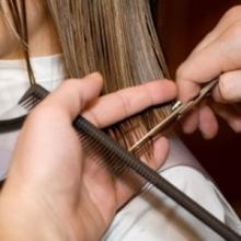 Aplicación de cosméticos para los cambios de color del cabello - Servicios auxiliares de peluquería